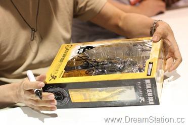 Kojima signing3 - Copy